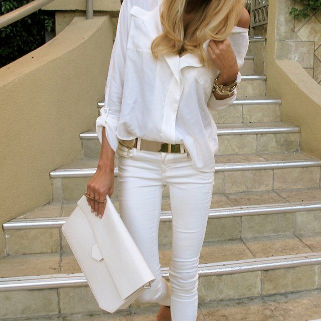 Love this outfit.  I've been looking for some white skinny jeans.