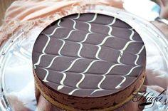 Nuevamente conuna receta de cocina de nuestra querida cocinera Lorraine Pascale, hoy le ha tocado a la Tarta de quesode chocolate con la que he aprovechado para sorprender al papa de la casa. Como bien sabréis acabamos de pasar el día del Padre, por norma general por este tipo de fechas y
