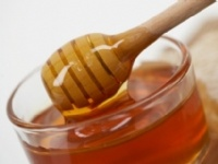 Prevent Your Lips From Drying Out  First of all, keep yourself hydrated by drinking lots of water. Also, slick a little bit of honey on your lips. Not only is honey rich in moisturizers, but it also provides a protective barrier.