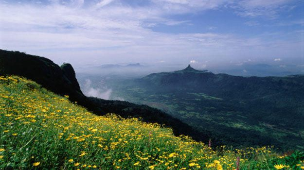 While most people whisk off to #Lonavala from #Pune, we must tell you that #Matheran is a good option too.