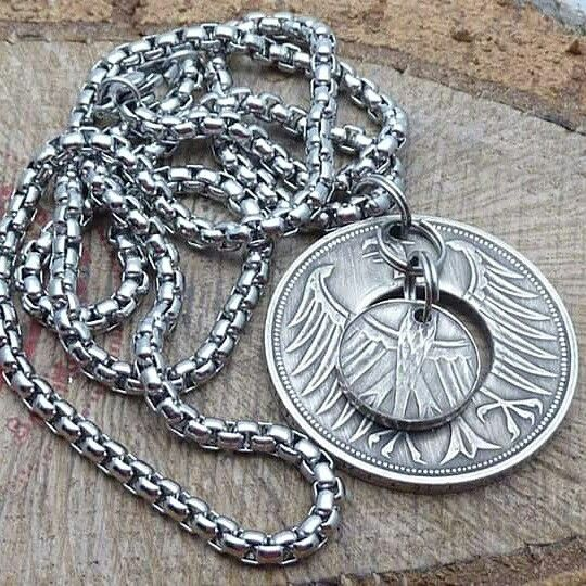 www.muenzenringe.de Eine Halskette aus einer Heiermann-Münze mit einer Kette aus Edelstahl  #kette #halskette #medaillon #medaillons #collier #necklaces #necklace #steel #edelstahl #schmuck #handmade #jewelery #schmuckstück #eyecatcher #dawanda #deutschemark #silber #silver #beauty #ring #coin #coinring #insta #jewelerifestyle #style #trendy #gift #perfekt