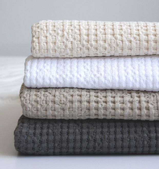 Plush, Egyptian-cotton towels in soothing neutral tones bring a bit of luxury to everyday showers. | Product: Abyss Pousada bath towels