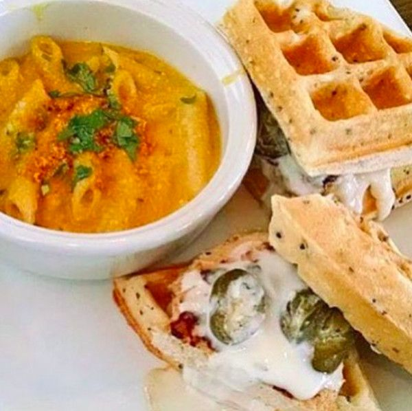 The Best Of Vegan Dining And Vegan Food In Las Vegas By Vegans Baby For More Vegan Dining And Life In Las Vegas Visi La Food Vegas Restaurants Vegan Travel