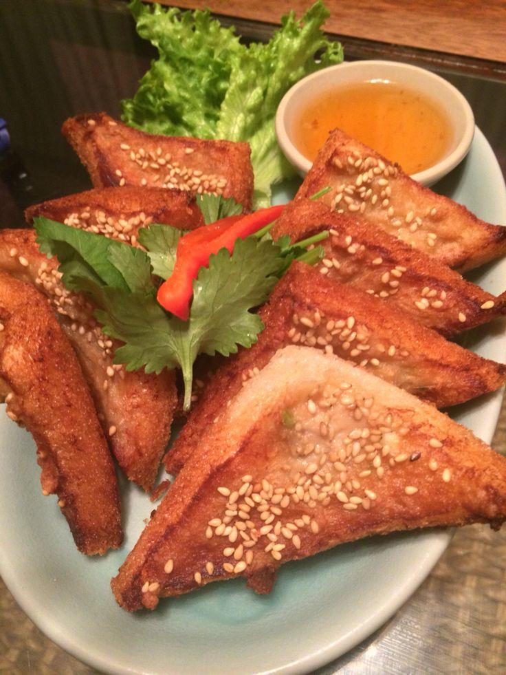 エビのすり身トースト クルンサイアムアティック in Thai restaurant , JIYUGAOKA.