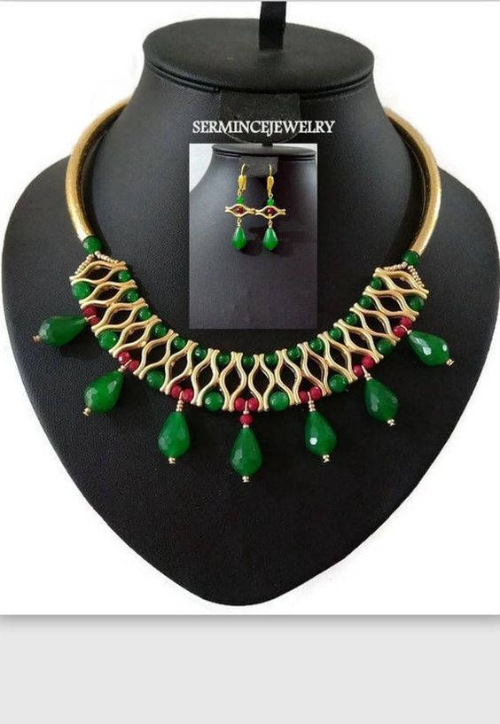 RESERVED - Gold-plated lip-shaped metal necklace / Bib Necklaces / Jade Jewelry / Gold Plated Jade stone Jewelry