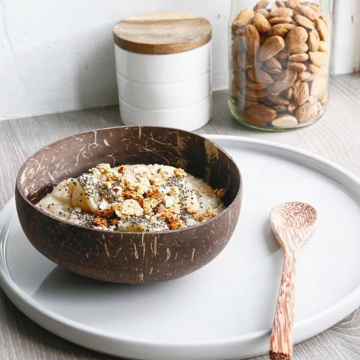 G Set of 2 Coconut Bowls and Wooden Spoons Handmade Eco-Friendly Natural
