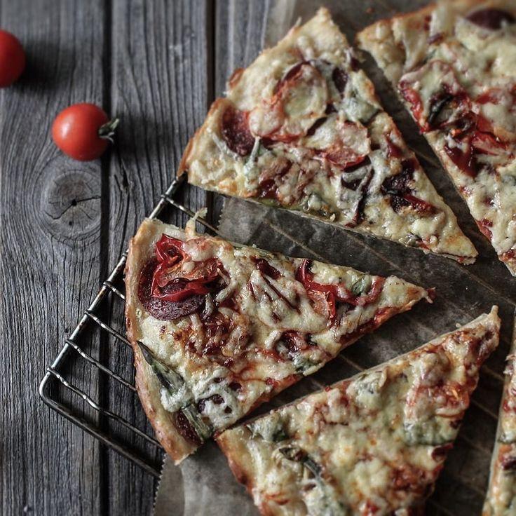 """Pizza...yummy good day IG    Доброго времени суток вам Пицца - это моё все! Обожаю А вы?! Высылаю кусочек на конкурс #photo_azbuka by @sunday_woman & @verase_vvv при поддержке @sohobook судит Дарья @contrse главный спонсор мастерская @woodville.workshop #photo_azbuka_Еда категория """"еда"""" сегодня буква П - пицца! Моя пицца сегодня на тонком бездрожжевом  тесте с салями красным сладким перцем помидоркой авокадо твёрдый сыр и капелька томатного кетчупа#azbuka_ulja Рецепт by ulja_enikeeva"""