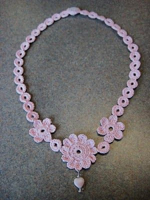 "Free pattern for this beautiful ""Mae Flower Necklace""!"