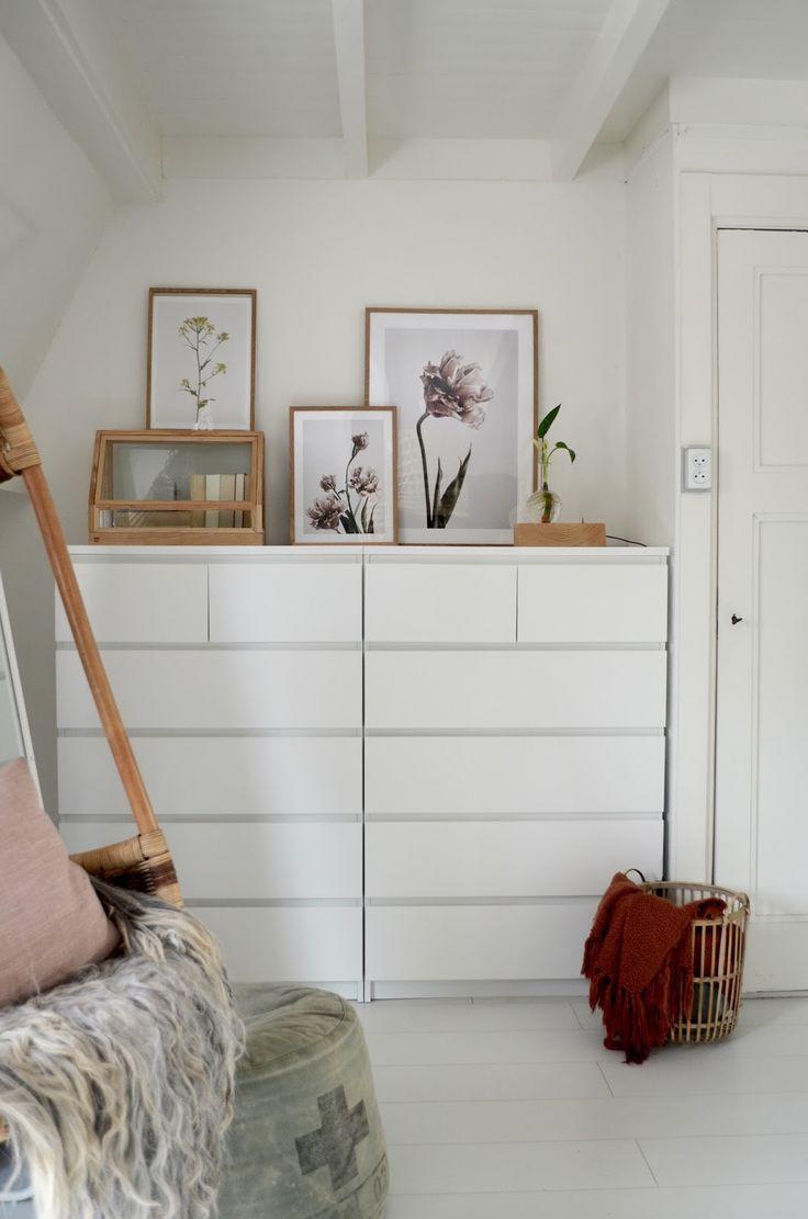 Slaapkamer met posters en lijsten van Desenio // photography and styling by Milou Nieuwenhuis