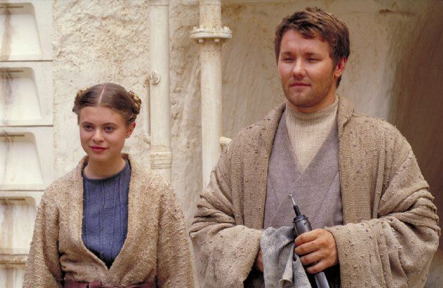 Still of Joel Edgerton and Bonnie Piesse in Star Wars: Episode II - Attack of the Clones. HAHAHA Look at Joel.