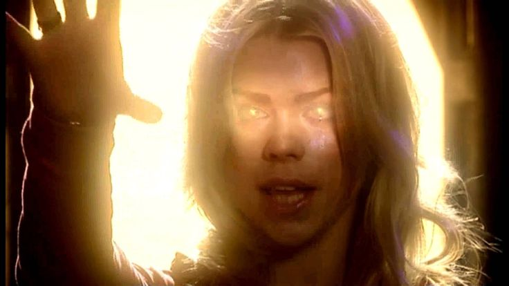 Doctor Who - Rose & the Ninth Doctor Kiss  One of my all time favorite scenes... <3