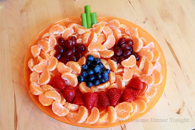 Wholesome Dinner Tonight: Jack-'O-Lantern Fruit Plate {Halloween Party}