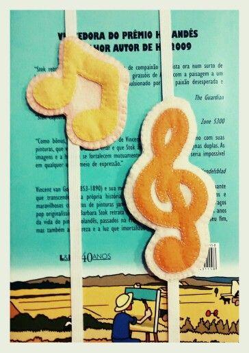 Marcador de livros em feltro - notas musicais