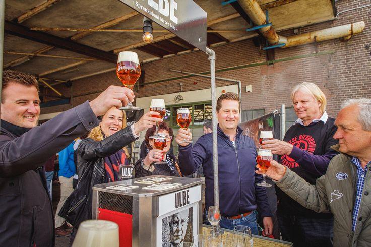 Proost op ons eigen gebrouwen ULBE bier!