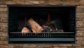 Frameless finish for Escea EW5000 outdoor wood fire