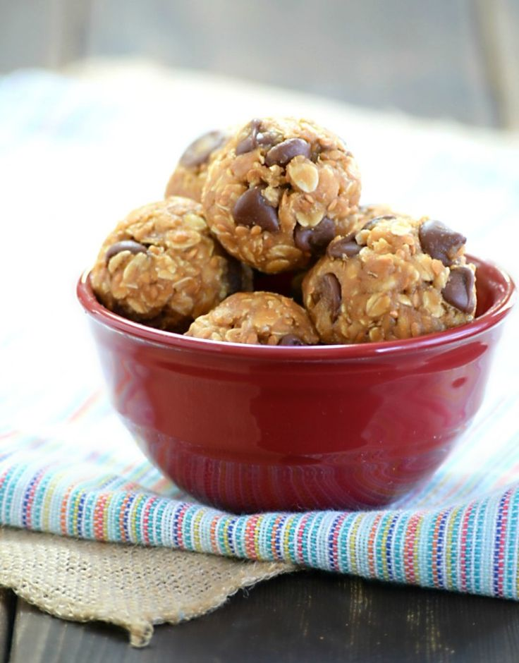 6 ingredients rolled together to make one protein packed no bake #energy bite!  http://threekidsandafish.com/2016/02/no-bake-protein-energy-bites.html #greatstart