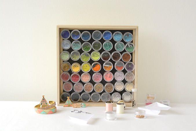 tableau magnétique pour ranger les miyuki ! http://blog.la-petite-epicerie.fr/de-jolis-rangements-pour-mes-perles/