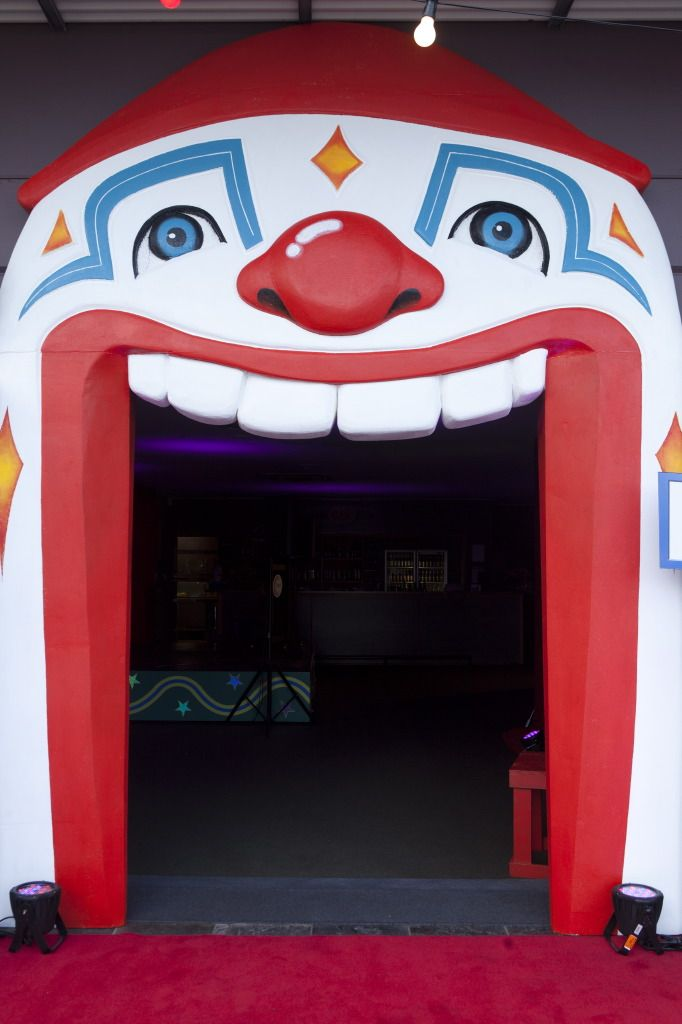 party prop entrance | mouth entry this one of a kind clown mouth entry is the ultimate prop ...