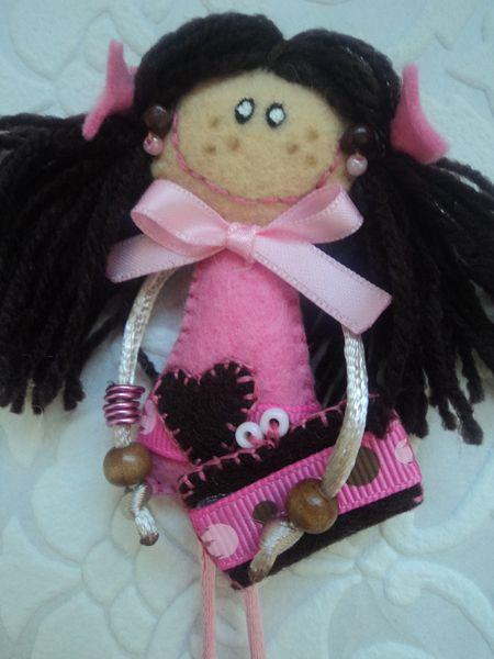 Broche muñequita de El rinconcito de Zivi por DaWanda.com