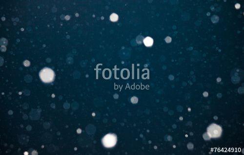 """Laden Sie das lizenzfreie Foto """"Schnee in der Nacht"""" von Photocreatief zum günstigen Preis auf Fotolia.com herunter. Stöbern Sie in unserer Bilddatenbank und finden Sie schnell das perfekte Stockfoto für Ihr Marketing-Projekt!"""