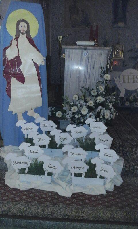Baranki ze styropianu, które pomogą stworzyć aranżację kościoła na Pierwszą Komunię Świętą.
