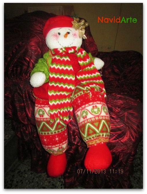 Esta muñequita de nieve está dispuesta a recibir muchos abrazos! Es ideal para decorar tu sala :)