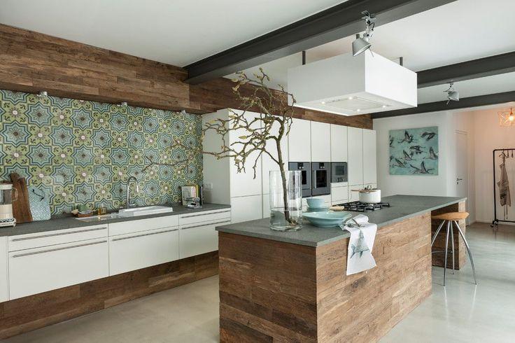 Испанский стиль в интерьере: роскошь и пассионарность в каждой детали http://happymodern.ru/ispanskij-stil-v-interere/ Стильная современная кухня в испанском стиле