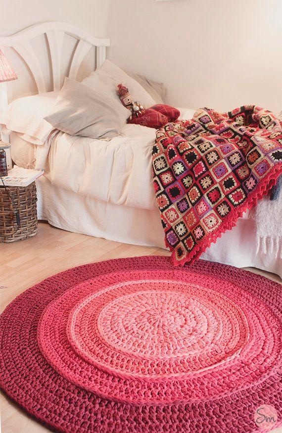 Rond tapis Simple en dégradé de couleurs Rojizos et Bordeaux 1,20 mètres de diamètre peut être lavé sans problème à la machine, en un cycle de lavage délicat dans leau froide.