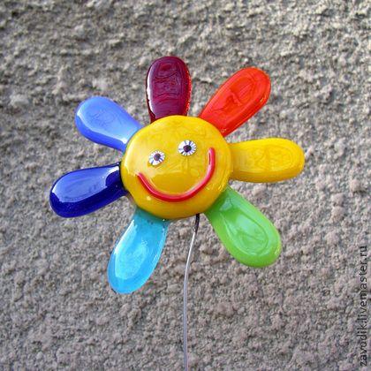 `Цветик-семицветик` - генератор хорошего настроения.. Цветик-семицветик исполняющий желания. Может быть  позитивным  украшением для цветочного горшка или цветочком на подставочке, который поселится на Вашем рабочем столе. Генератор хорошего настроения))))  Не боится воды.