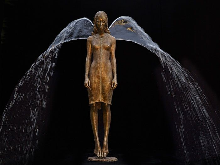 Polish Sculptor Makes Water Complete Her Bronze Fountain Sculptures | skulptur-chodakowska.de
