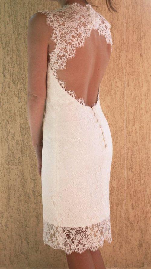 Tanto en vestidos largos como en cortos, los escotes en la espalda siempre…