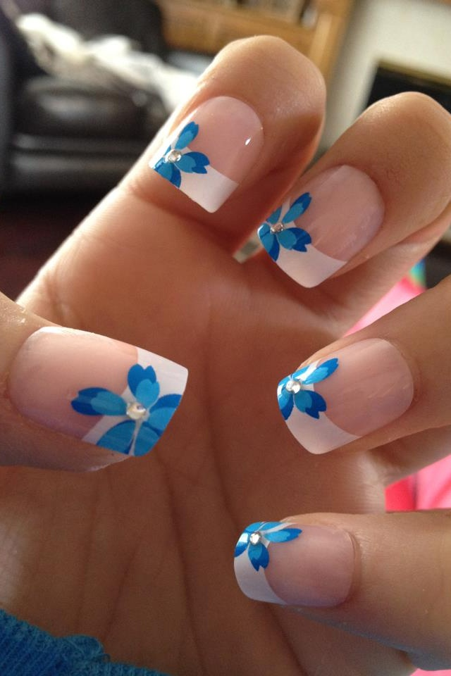 Blue flower wedding nails