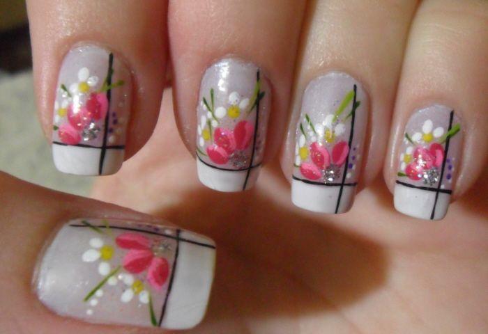 Unhas Decoradas com Flores rosas com detalhes