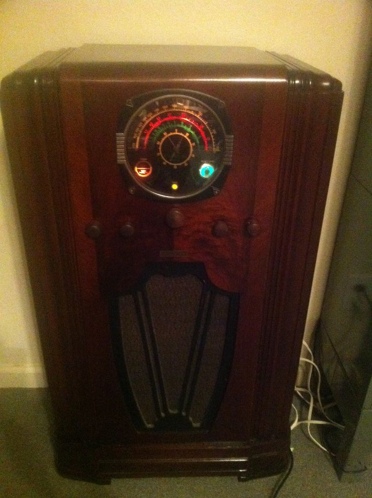 The Skymaster Deluxe Hallicrafters Antique Radio