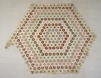 94/215/1 Quilt, patchwork, cotton / chintz, Mrs E Prince, Sydney, New South Wales, 1850-1877 - Powerhouse Museum Collection