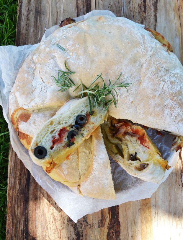 Ciao Tortano! <3 Dieses Brot ist bei uns im Hause ein gern gesehener Gast auf dem Esstisch! Schon an die tausendmal gebacken, aus dem Ofen geholt und mit hungrigen Mäulchen Stück für Stück versp…