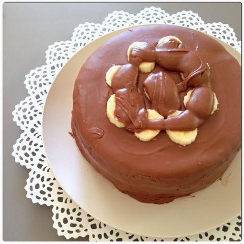 Ο κλασικός συνδυασμός μπανάνας σοκολάτας ποτέ δεν χάνει. Στην περίπτωση αυτής της τούρτας αυτό που επίσης δεν χάνει είναι το γλάσο πο...