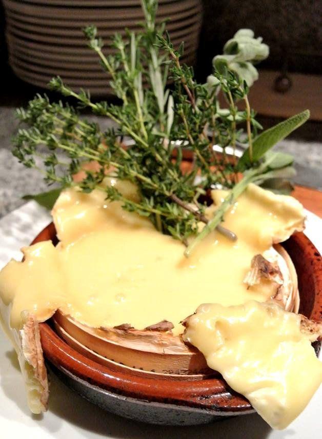 Camembert uit de oven of BBQ met tuinkruiden