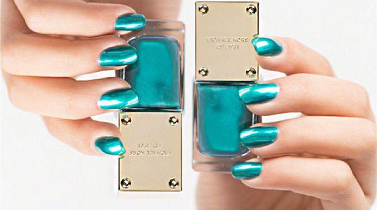 Beauty Trend-Nagellack in Aqua Metallic auf STRIKE magazin