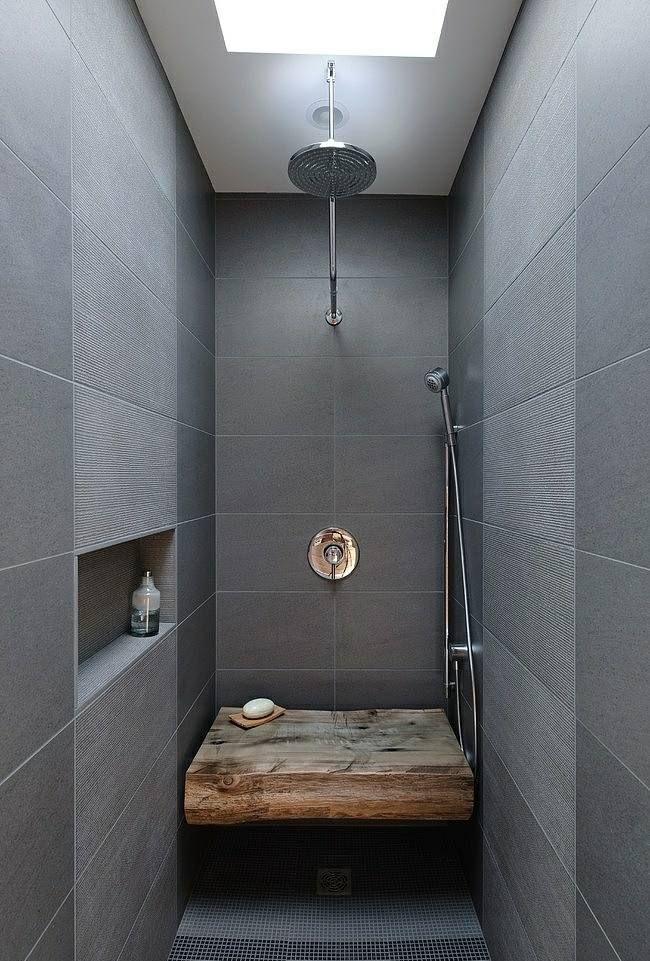 kleine Duschkabine graue Granitfliesen Sitzbank