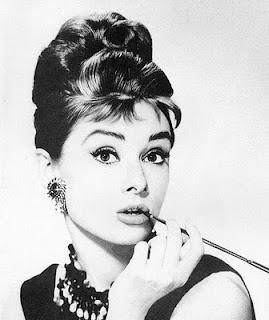 Audrey de siyah çok güzeldir..