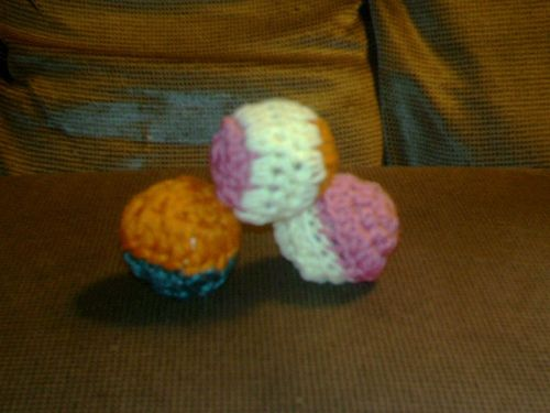 Kitty play balls I crocheted. Things I have Stitched (Crochet ...