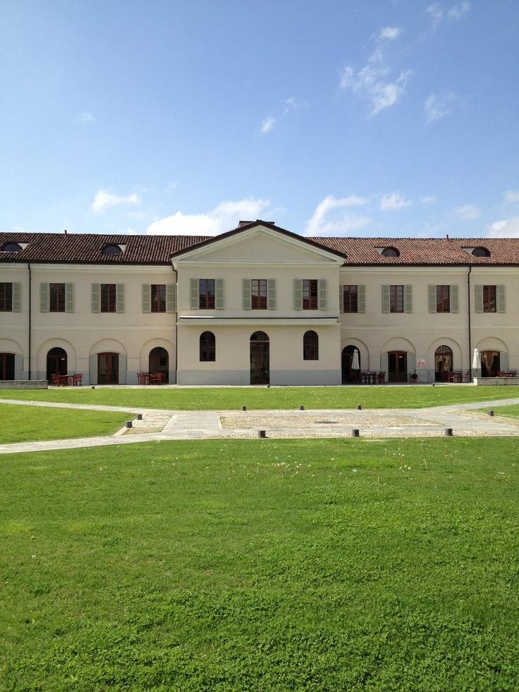 Agenzia di #Pollenzo con re Carlo Alberto era l'agenzia amministrativa di tutte le tenute agricole sabaude. Al suo interno oggi c'è anche la sede dell'Università di Scienze Gastronomiche #invasionidigitali