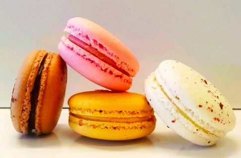 The Food Purveyor delivers delicious Macarons from Sweet Things By Caroline with a crunch to the bite and a soft delicate centre. The flavours are truly amazing. In this pack we have Salted Caramel, White Choc & Raspberry, Chocolate and Strawberry.
