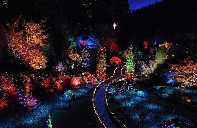 If you are in the Victoria BC area you might want to check out the lights at Buchart Gardens. Their Magic of Christmas program runs until January 6th 2013  Photo from www.victoriabestwestern.com