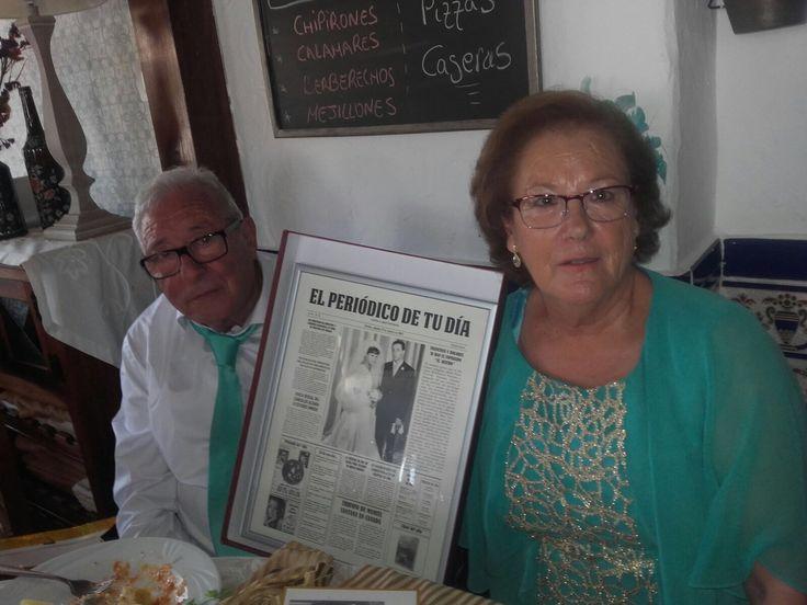 El regalo perfecto para bodas de oro y aniversarios es un periódico personalizado recordando cómo fue el día de su boda.