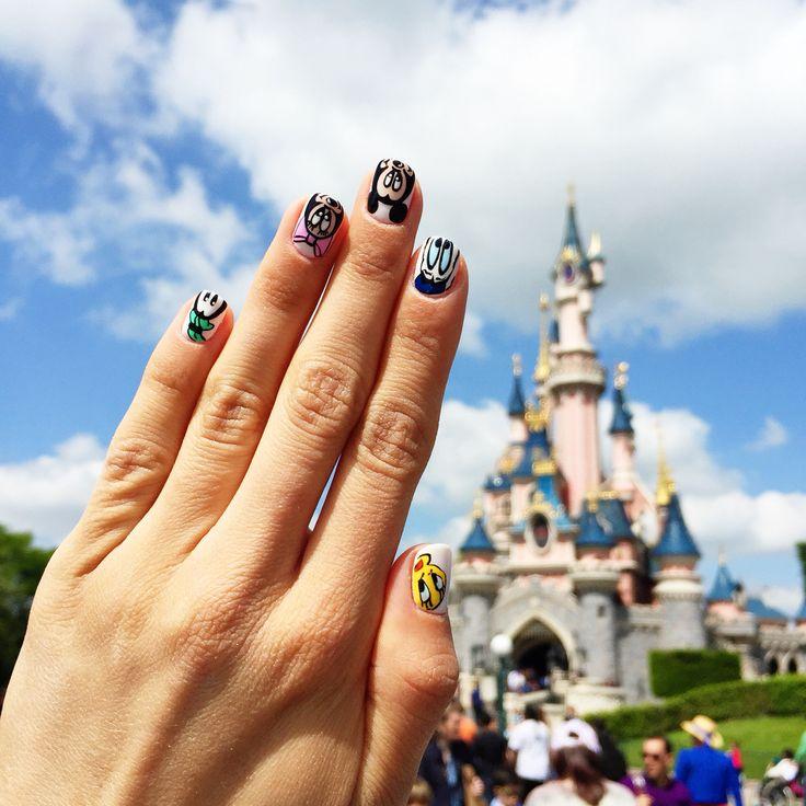 Handmade nails by @nailart357   Disney nails   Disneyland Paris  Photo: Sandra Bendre