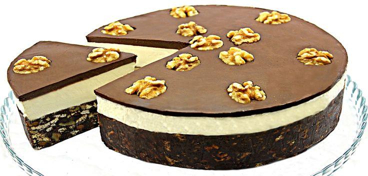 Tort de biscuiti cu ciocolata , un tort simplu si usor de facut dar de un real efect. Combinatia dintre ciocolata alba si cea amaruie,nuca prajita si crema de
