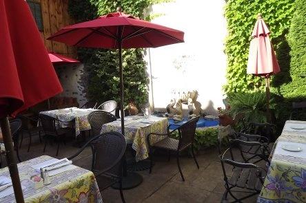 Courtyard Dinkel's Restaurant and Courtyard Belleville