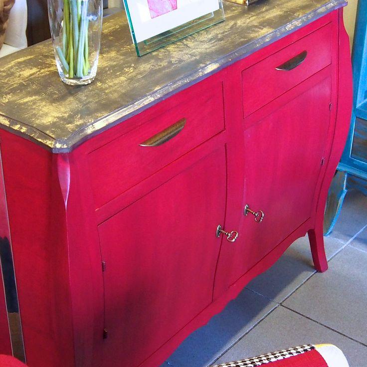 Comoda, nueva, madera de pino, pintada en color rojo vino burdeos al